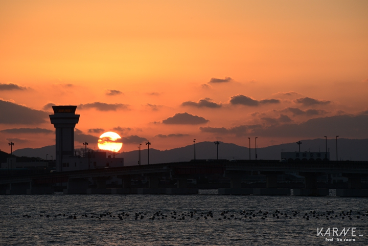 長崎空港に沈む夕日